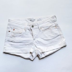 Levis | Distressed white low rise short